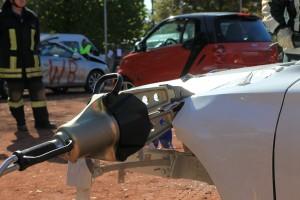 Kotflügelquetschen an einer Aluminiumkarosserie