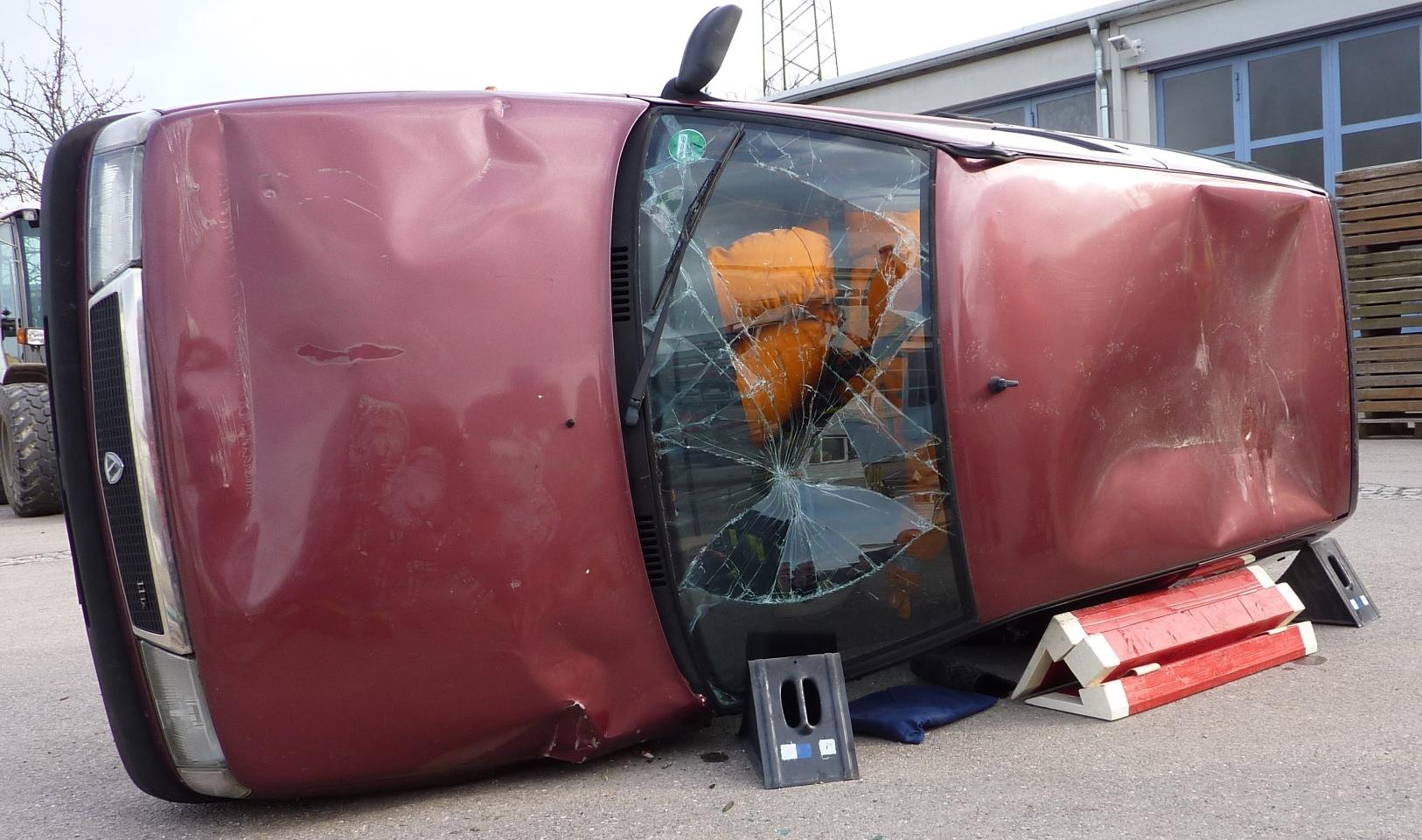 Fahrzeug-Sicherung mit Steckleiterteilen › Technische Hilfeleistung