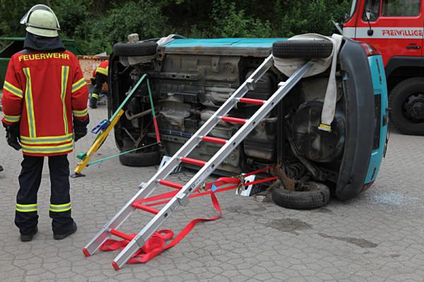 fahrzeug sicherung mit steckleiterteilen - Feuerwehrubungen Beispiele