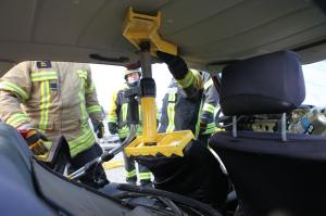 Sitzlehne drücken mit Druckplatten und Rettungszylinder